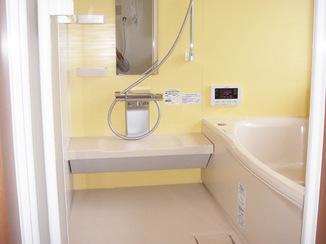 バスルームリフォーム 寒さをしのぐ断熱浴槽&ペアガラスのバスルーム