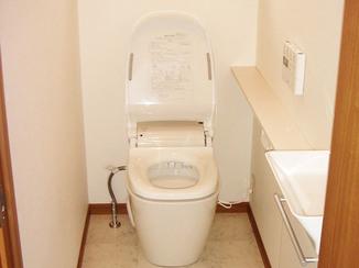 トイレリフォーム 限りあるスペースでも室内が広々使えるトイレ