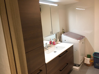 洗面リフォーム 収納量が増え、高級感が生まれた洗面室
