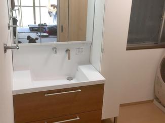 洗面リフォーム 浴室と脱衣所を一つの部屋に。明るくなった洗面所