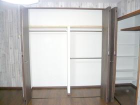 内装リフォーム収納を増やしながらも開放感のある洋室