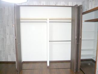 内装リフォーム 収納を増やしながらも開放感のある洋室