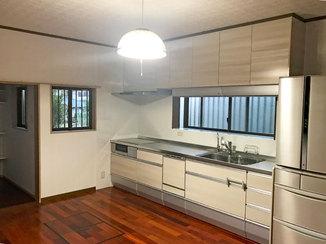 キッチンリフォーム パントリーを増築して収納スペースが増えたキッチンリフォーム