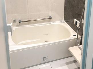 バスルームリフォーム 肩湯や床洗浄など高機能が嬉しい、グレードアップしたバスルーム