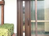 エクステリアリフォームモダンなデザインに雰囲気を一新した玄関とトイレ
