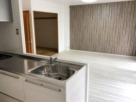 内装リフォームキッチン上の収納を撤去しオープンな空間のLDK