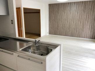 内装リフォーム キッチン上の収納を撤去しオープンな空間のLDK