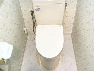 トイレリフォーム 清潔感のある白色が映える節水のトイレ
