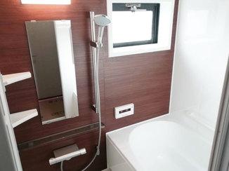 バスルームリフォーム シックな配色で統一された使い勝手の良い水廻り