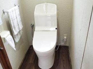 トイレリフォーム 防水のクッションフロアで床が水に濡れても安心なトイレ
