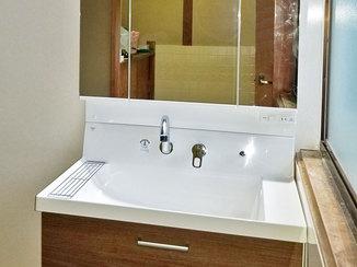 トイレリフォーム 収納が付いてすっきりとしたトイレとコンパクトで掃除のしやすい洗面台