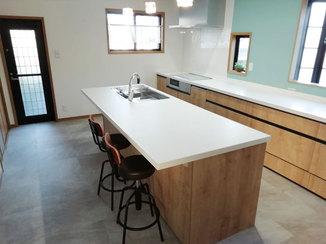 キッチンリフォーム 家族全員が集まって料理できる開放感のあるキッチン