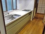 キッチンリフォーム小分けにされた収納で、スペースを有効活用できるキッチン