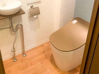 トイレリフォーム 独立手洗い器つきの掃除がしやすいトイレ
