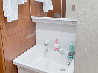 洗面リフォーム 大きな鏡とコンセントが増え、使いやすくなった洗面化粧台